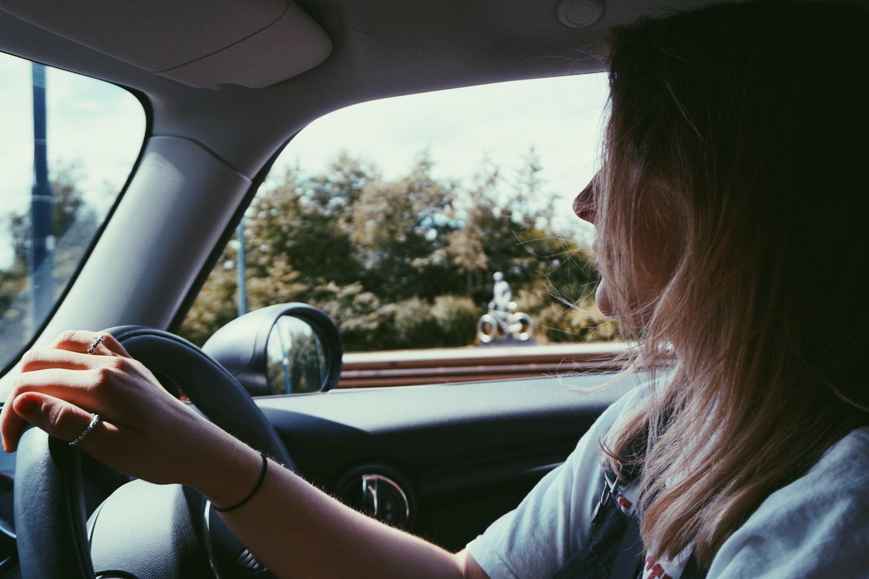 Scoala de soferi si chestionare auto in limba engleza